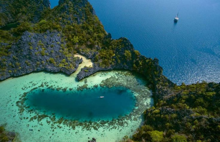 The trip involves sailing through the incredibly beautiful Mergui Archipelago, located in Myanmar's ... - Black Tomato