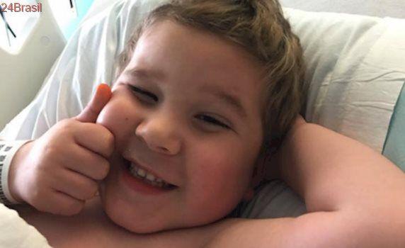 Menino de seis anos com tumor cerebral comemora aniversário ajudando animais em abrigo