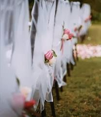Wedding Tulle Ideas | Wedding Pew Decoration.  Http://simpleweddingstuff.blogspot.