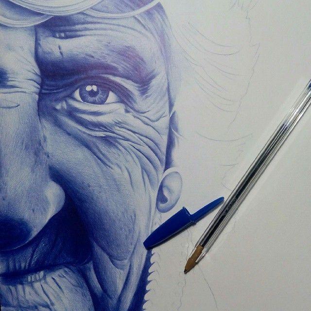 """Sus cansados ojos... #boligrafo #bic #ballpointpen #drawing #miradazul #chemamora"""