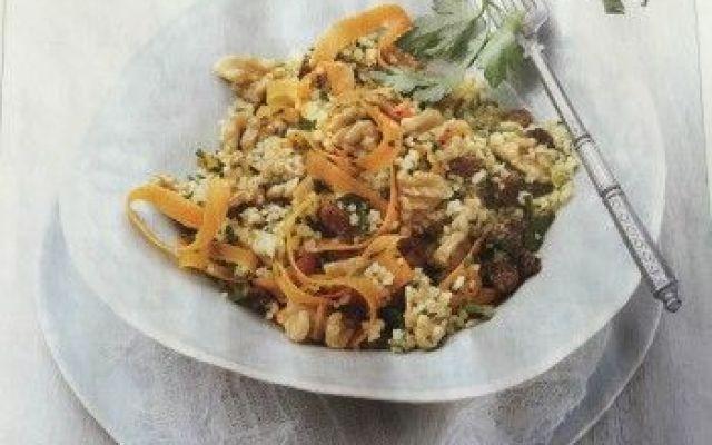 Un'insalata orientale con bulgur, noci e carote! Ecco a voi un'appetitosa Insalata Orientale di bulgur con carote e noci!Il bulgur ha le stesse caratteristiche nutrizionali del frumento integrale: è quindi una buona fonte di fibre, vitamine del gru #bulgur #insalataorientale #noci