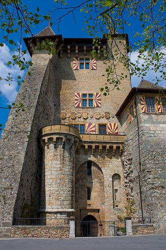 Château de Vaumarcus, SuisseThis castle, located in the tiny community of Vaumarcus, was constructed in the 10th Century upon the foundations of Roman structures. It now houses a restaurant and hotel. It sits on a rock shelf overlooking Lake Neuchâtel, and has a beautiful view of the lake and shorelands from the peaceful rear courtyard.