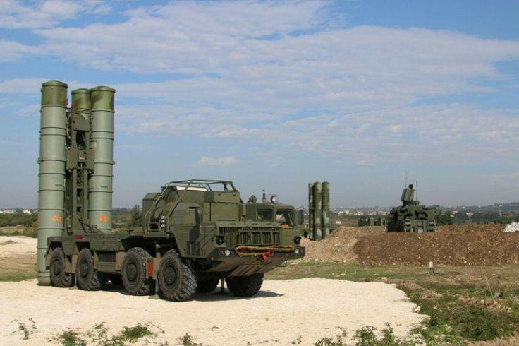 (Arquivo) Sistema de defesa aérea russo em base na província síria de Latakia - Ministério da Defesa da Rússia/AFP/Arquivos