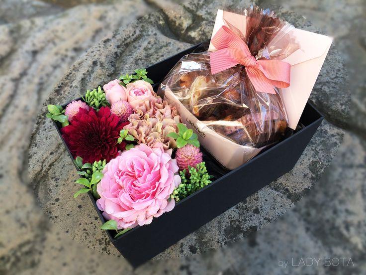 flower box with sweet 'Läderach' chocolate (www.ladybota.com)
