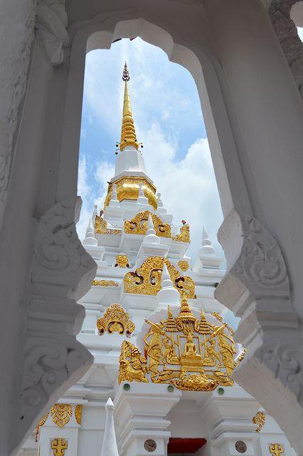 Templo budista em Chaiya, Surat Thani, na Tailândia