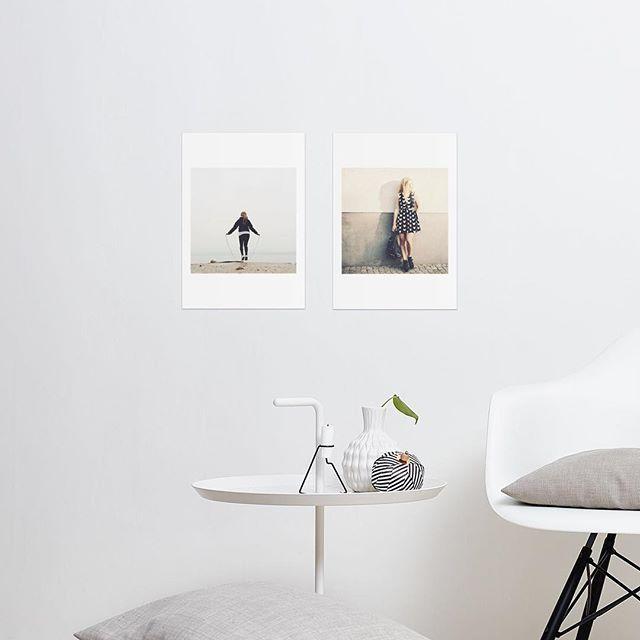Skapa trendig fotokonst med nya kortserien Vernissage. Häng upp som de är, rama in eller varför inte ta med som gå-bort-present istället för en blomma. ~ Välj mellan flera format och färger, från 29kr. ~ printasquare.com ~ #framkalla #printasquare #printaphoto #printavernissage #foto #fotokonst #trend #vernissage #inredmedbilder #inredningsdetaljer #konst #skandinaviskdesign #presenttips #produktnyhet Exempelbilder @nevnarien.