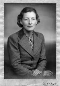 Frances Donaldson, photographed by Elliott and Fry,during World War II. Note the cigarette!