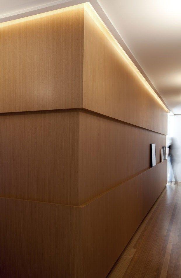 Apartamento Vila Mariana / Paula Magnani Arquitetura @paulamagnani #corridor #hall #wall #panel #lighting