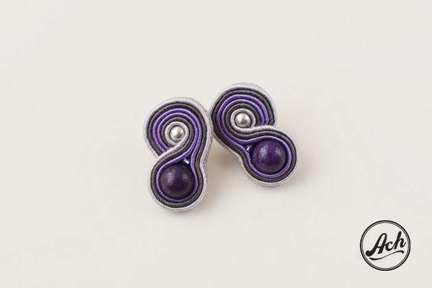 Sutaszowe mini kolczyki - fioletowe z szarym