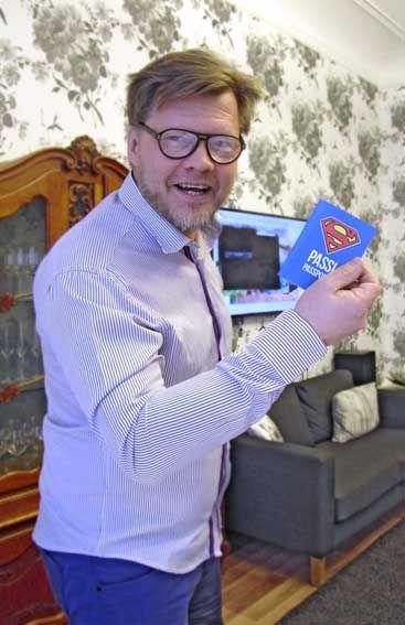 Asiakkaamme mielestä Kimmo on Supermies, joten teimme siitä todistusaineistoksi hänelle passin!