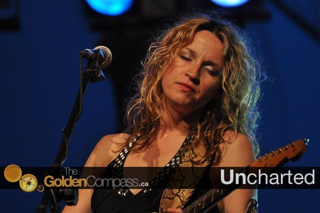 In Episode 3/Day 3 Sunny Shine takes to see: Ana Popovic. She speaks with some of her band members and Serbian hip hop artists: Priti Bee Gee