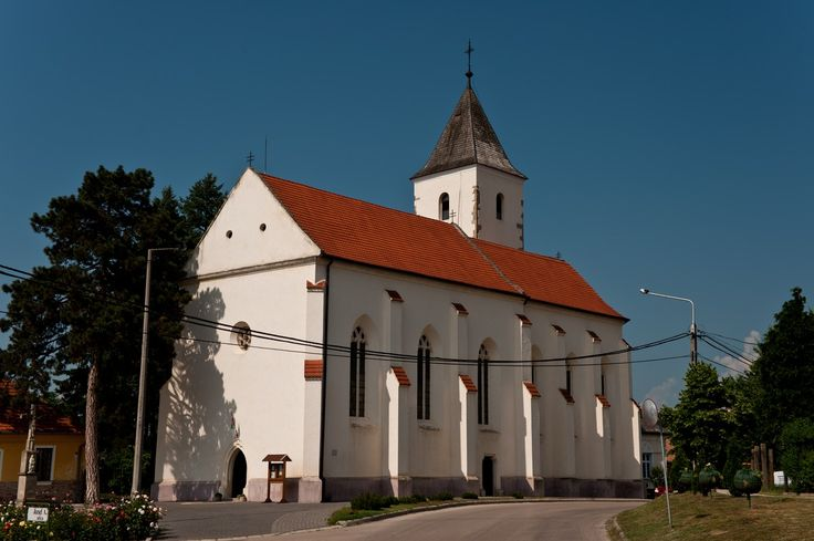 Roman Catholic Church ___________________________ The church was built in the second half of the XV. Century commissioned by Chief Justice István Báthory, operates as an independent parish since 1759.