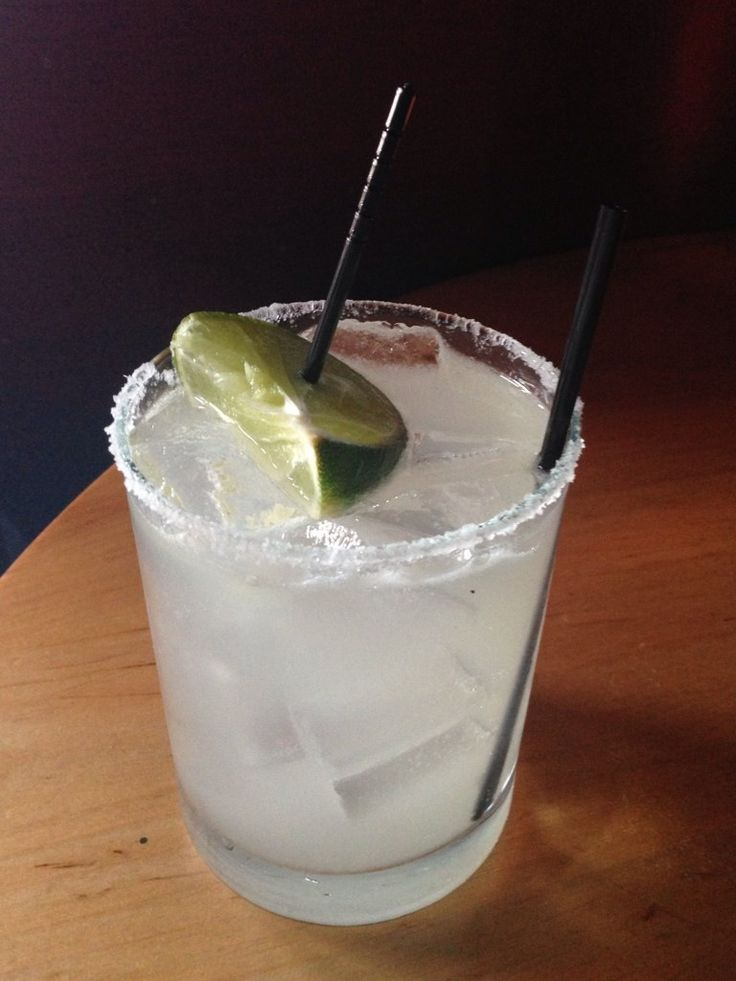 The Classic #Margarita at #DosCaminos is the perfect #happyhour cocktail! #tequila