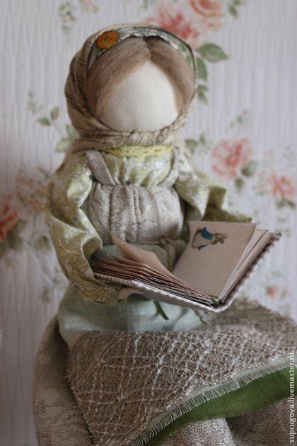 Купить или заказать 'Нянюшка' кукла образ. в интернет-магазине на Ярмарке Мастеров. Воспитателям и первым учителям жизни посвящается.... 'Нянюшка' мягкая, добрая, любящая, всепрощающая и все понимающая нянюшка, это скорее бабушка, чем няня. В ее заботливые руки вверяется воспитание, здоровье и настроение детей. Кукла выполнена под заказ, для подарка воспитательнице детского сада, доброй и любящей детей.... Точное повторение композиции невозможно....