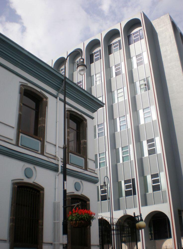 Curia Metropolitana y Banco Popular, Ave. 4/Calle 1, San José.