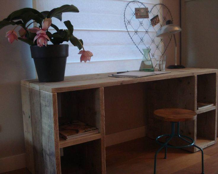 PURE bureau van steigerhout met vakken