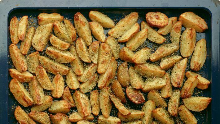 Passer til alle typer stekt kjøtt. Serveres gjerne med litt aïoli til å dyppe potetene i.