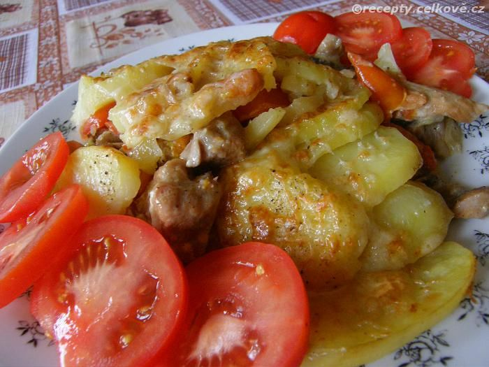 Recepty - Celkově.cz - foto - Vepřová plec zapečená se smetanou a bramborami
