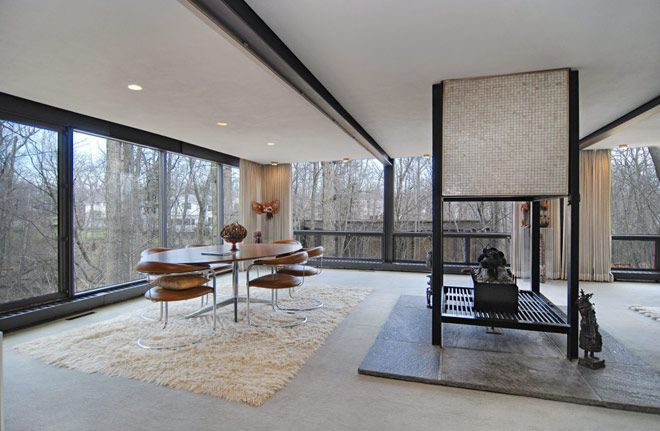 Ben Rose home for sale outside of Chicago.  1953 by Speyer & Haid.  Used in the film Ferris Bueller's Day Off.