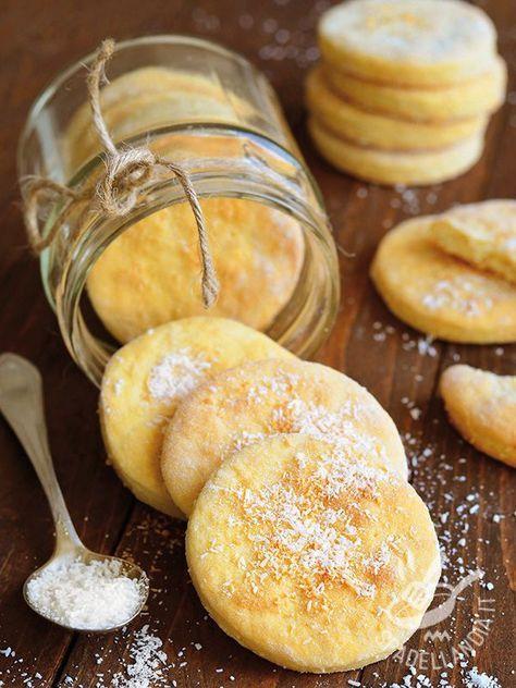 I Biscotti al burro e cocco sono una delizia tutta da mordere, con un profumino davvero irresistibile e una consistenza... Preparatene in grandi quantità!