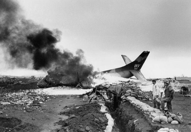 Vietnam Mortar Fire : Khe sanh a c hit by nva mortar fire