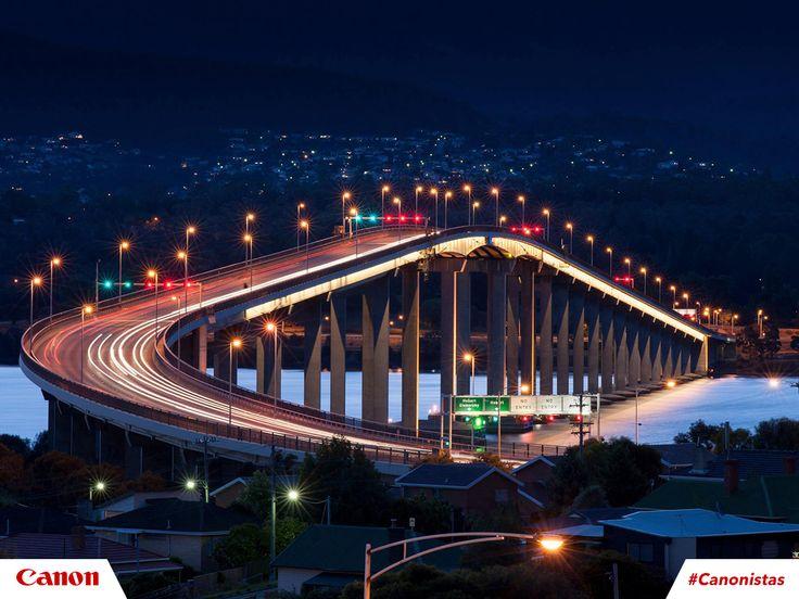 Al caer la noche, las luces dan otra apariencia a las autopistas. ¡Captúralo todo con tu cámara! 📷