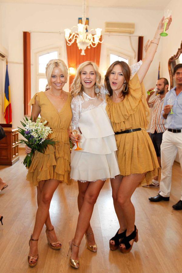 Weddings are fun! #parlor #lauracosoi #adelapopescu #danarogoz