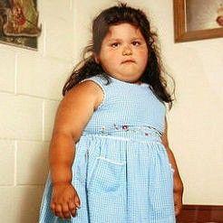 ПРИЧИНА ДЕТСКОГО ОЖИРЕНИЯ НАШЛИ В СЕМЬЕ Детское ожирение признано национальной проблемой США. Несмотря на то, что существует бихейвиоральные методы лечения ожирения, эффективность которых была доказана экспериментально, они все же опираются на регулярные личные консультации с квалифицированным специалистом в области здоровья. Таким образом, для многих это лечения для многих является недоступным.