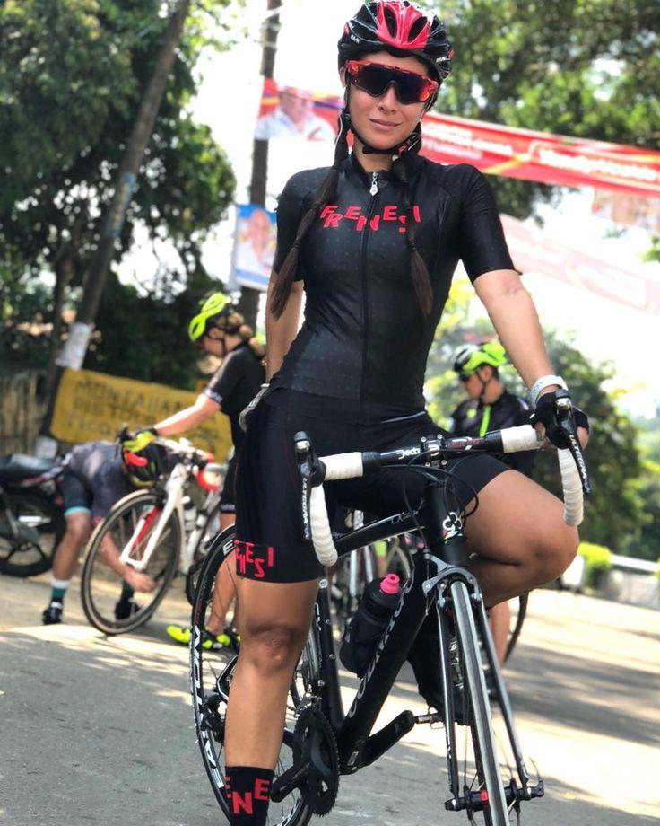 ♥️♀️♀️♀️♀️ #frenesi #kitfitcyclig #bikewear #cyclinggirl #cyclingwear #compracaleñove #hechoencolombia #diseñamosparati #bikegirls #fixiegirls #kitfit #cyclinglife #cyclingfashion #newkitday #kitwatch #womenonbikes #garotabike @garotabike #VenusBikes #WomensCycling #BikeGirl #BikesGirls #CyclingPhotos #BikeWorld #CycleLikeAGirl #ProCycling #GirlRider #BikeLovers #CyclingPics #BicycleLove
