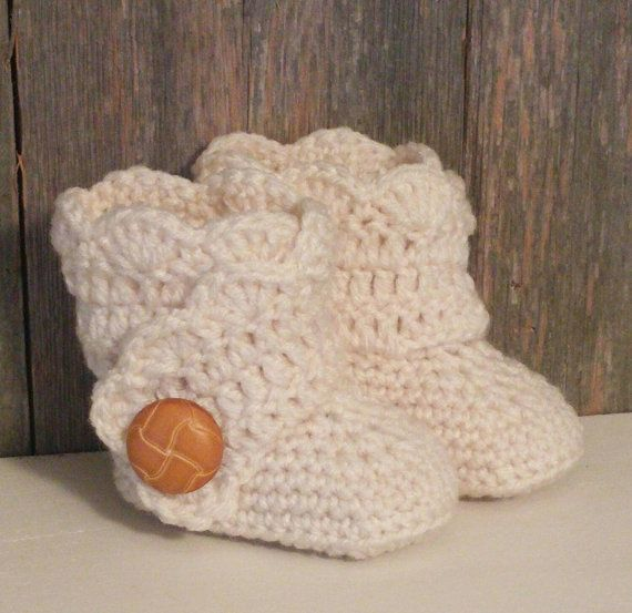 Crochet Baby Ugg Boots  Ivory Baby Uggs  Baby Girl by MamaTCrafts