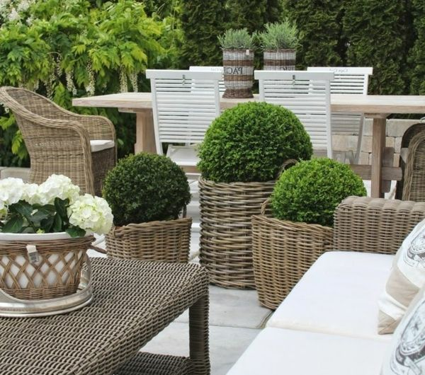 25 best ideas about table chaise jardin on pinterest - Coussin pour salon de jardin en palette ...