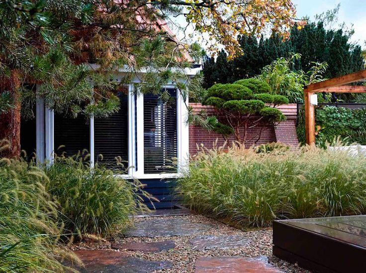 Elmer van Veen Tuinenis gespecialiseerd in het ontwerpen, aanleggen, renoveren en onderhouden van tuinen, dakterrassen, balkons en interieur beplanting voor particulieren, bedrijven en instanties. De invulling van een ruimte begint bij een goed ontwerp waarinde wensen en eisen van de klant centraal staan. Een tuin, dakterras of balkon dat past bij u, uw huis en … Continued
