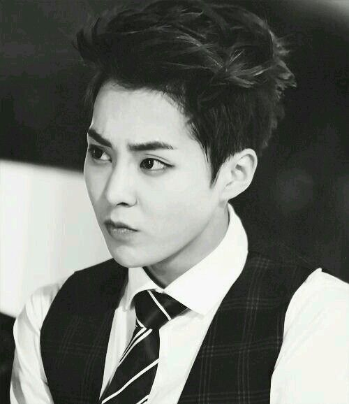 EXO - Xiumin gosh your freakin sexy! Who the heck is cute and sexy at the same time! And not even trying too! Your just sexy naturally....