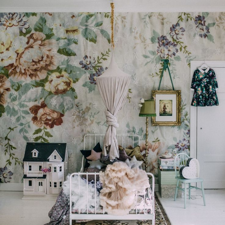 6 Gorgeous Mix and Match Vintage Rooms that Ooze Charm http://petitandsmall.com/mixandmatch-vintage-kids-rooms/