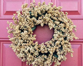 2015s più venduti sono tornato!!!  Whimsical corona perfetta per decorazioni invernali! Scintillante avorio e champagne colorato bacche in un circa 18 corona. Può essere interna o esterna della corona.