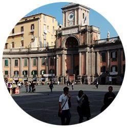 Napoli, ponte del 1 maggio - Napoli è una città magica e piena di sorprese. Se non l'avete ancora visita, è arrivato il momento di sfruttare il ponte del 1 maggio per farci un salto.