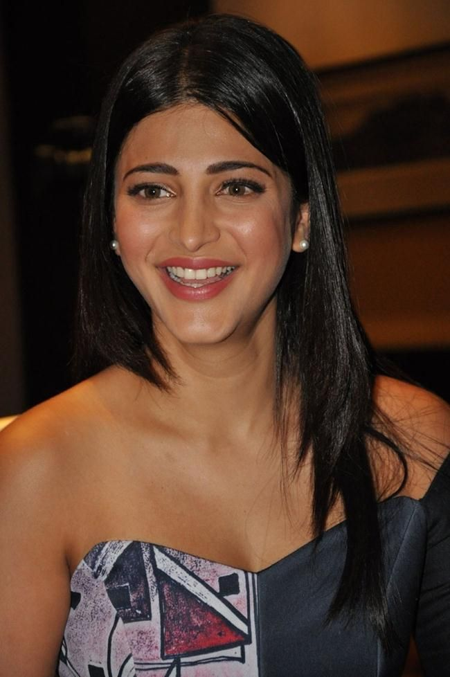 Awesome Shruthi Hasan New Hd Wallpapers Movie News And Celebrity