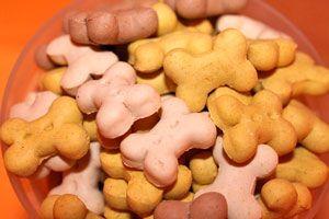 Galletas orgánicas para perros. Una comida casera y saludable para tu mascota