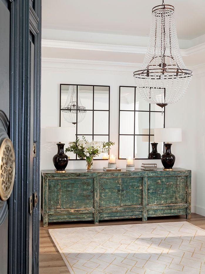 00460908 O. Recibidor con mueble antiguo y lámpara de araña 00460908 O