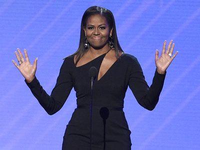 Michelle Obama reaparece en los premios ESPYS y deslumbra con un vestido que jamás olvidarás