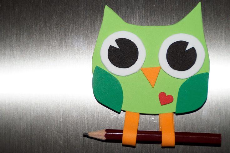 Búho sujeta lápiz para la nevera de goma eva. Foami olw holding pen to the fridge