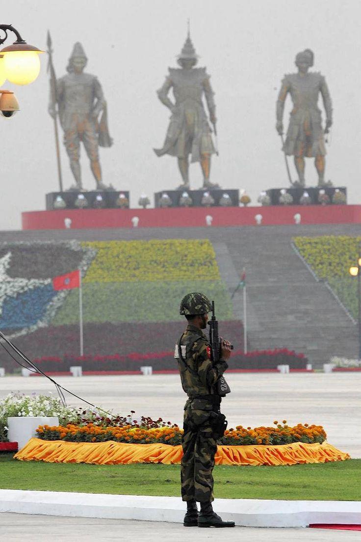 Żołnierz na warcie w Naypyidaw,  stolicy Birmy