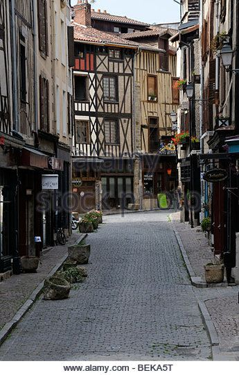 Limoges, une très vielle ville en France - rue de la boucherie.