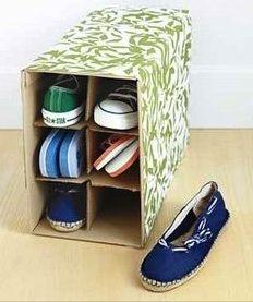 Goed idee! Nu nog een wijndoos scoren... :-) Gebruik een wijndoos voor het overzichtelijk opbergen van slippers en platte schoenen - SPOT ON Organizing