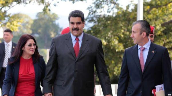 TSJ decreta que venezolanos con Doble Nacionalidad pueden ser Presidente  http://www.facebook.com/pages/p/584631925064466