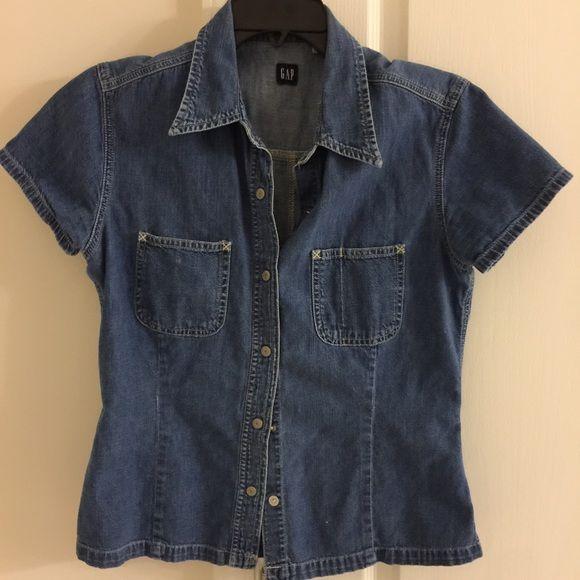 Gap short sleeve denim shirt Gently used GAP Tops Button Down Shirts