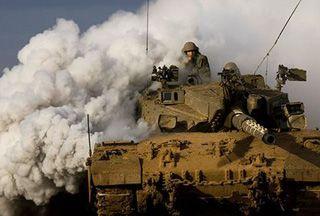 Tank Penjajah Zionis Serang Jalur Gaza  Tank Israel Serang Jalur Gaza  SALAM-ONLINE: Hamas gerakan perlawanan Palestina yang menguasai Gaza mengungkapkan tank Israel melepaskan tiga tembakan ke pos pemantauan dekat kamp pengungsi Al Maghazi tanpa menimbulkan korban jiwa.  Namun militer Zionis mengklaim tank militernya menembaki Jalur Gaza Palestina pada Selasa (24/1) malam karena untuk membalas serangan terhadap patroli penjajah itu.  Beberapa saat yang lalu pasukan IDF (militer Israel)…