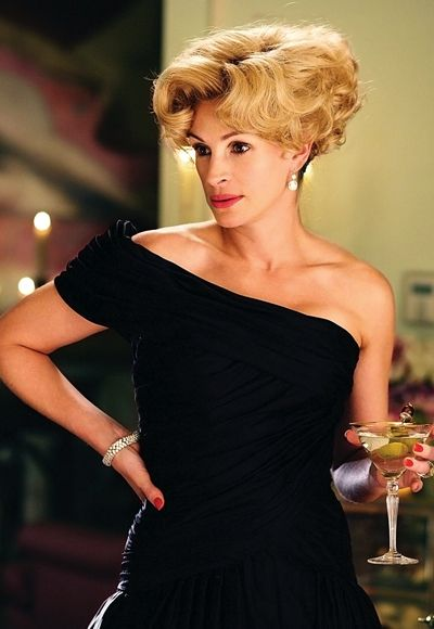 See+the+10+Greatest+Moments+in+Julia+Roberts's+On-Screen+Hair+History+-+Charlie+Wilson's+War +-+from+InStyle.com