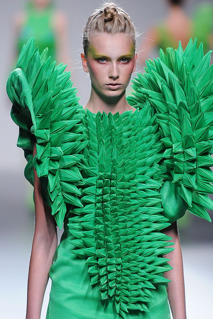 Origami Fashion - sculptural green dress - fashion meets art; wearable art // Eva Soto Conde
