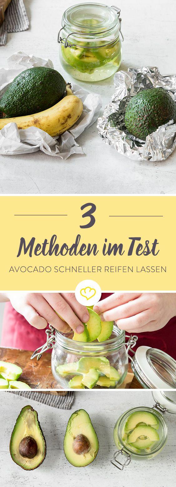 Ich habe ein paar unreife Avocados besorgt – natürlich gar kein Problem – und dann 3 Methoden Avocados schneller reifen zu lassen auf Herz und Nieren geprüft. Mit Banane eingewickelt in Papier, im Ofen gebacken oder in Essig-Lake eingelegt – Was funktioniert wirklich?